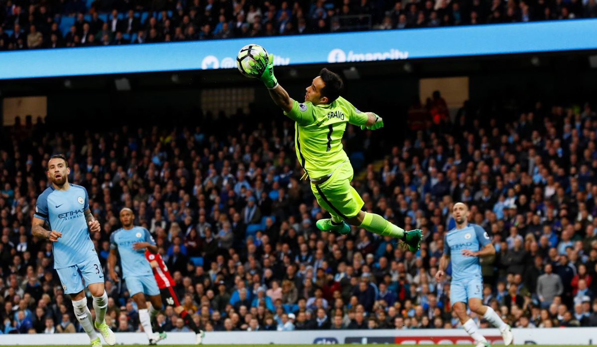 Manchester City se acerca a Champions tras golear al Crystal Palace